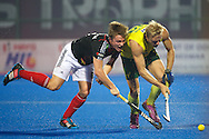 19 GER vs AUS : Mats Grambusch opposed toTimothy Deavin