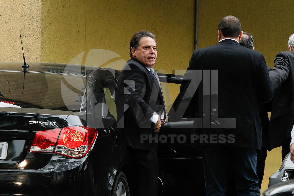 SAO PAULO, SP, 16.08.2014 - O governador do PE Joao Lyra Neto chega no IML inicio  deste tarde de sabado. (Foto: Amauri Nehn / Brazil Photo Press).