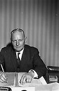 15/02/1963<br /> 02/15/1963<br /> 15 February 1963<br /> Gaeltarra Eireann officials for Fairchild Publications, London. Charles Shannon, Sales Manager.
