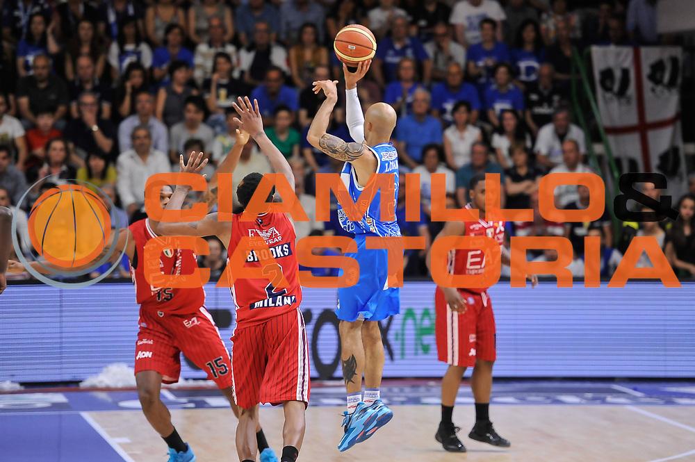 DESCRIZIONE : Campionato 2014/15 Serie A Beko Semifinale Playoff Gara4 Dinamo Banco di Sardegna Sassari - Olimpia EA7 Emporio Armani Milano<br /> GIOCATORE : David Logan<br /> CATEGORIA : Tiro Tre Punti Three Points Controcampo<br /> SQUADRA : Dinamo Banco di Sardegna Sassari<br /> EVENTO : LegaBasket Serie A Beko 2014/2015 Playoff<br /> GARA : Dinamo Banco di Sardegna Sassari - Olimpia EA7 Emporio Armani Milano Gara4<br /> DATA : 04/06/2015<br /> SPORT : Pallacanestro <br /> AUTORE : Agenzia Ciamillo-Castoria/L.Canu<br /> Galleria : LegaBasket Serie A Beko 2014/2015
