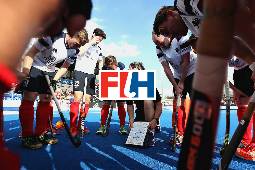 LONDON, ENGLAND - JUNE 17: The Scotland huddle during the first break during the Hero Hockey World League Semi Final match between Scotland and Netherlands at Lee Valley Hockey and Tennis Centre on June 17, 2017 in London, England.  (Photo by Alex Morton/Getty Images)