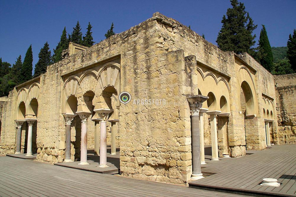 """Madinat al-Zahr ou Medina Al-Azhara, nome arabe que significa """"a cidade de Zahra"""", era uma cidade palatina ou aulica localizada a cerca de 5 km de Coroba, junto do Monte da Desposada. Sua construcao começou no ano de 936 d.C. a mando de Abderramao III, primeiro califa do Al-Andaluz. Foi destruida e saqueada em 1010 durante a guerra civil que levou ao colapso do Califado. Atualmente prosseguem os trabalhos de escavacao e recuperacao da cidadela, iniciados em 1911 encontrando-se ainda menos de 10% descoberto./ The Ruins of Madinat al-Zahra are located about 5 kilometers from Cordoba, Spain. Only about 10 percent of the 112 sites have been excavated and restored. It had been built by Abd ar-Rahman III the Caliph of Cordoba starting between 936 and 940. Around 1010, Madinat al-Zahra was sacked during the civil war that led to the dissolution of the Caliphate of Cordoba."""