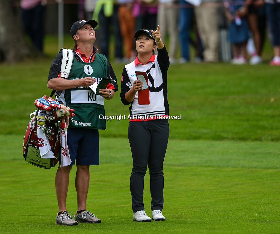 31.07.2016. Woburn Golf Course, Milton Keynes, England. Ricoh Womens Open Golf. Lydia Ko (New Zealand) checks the wind with her caddy on the 3rd fairway.