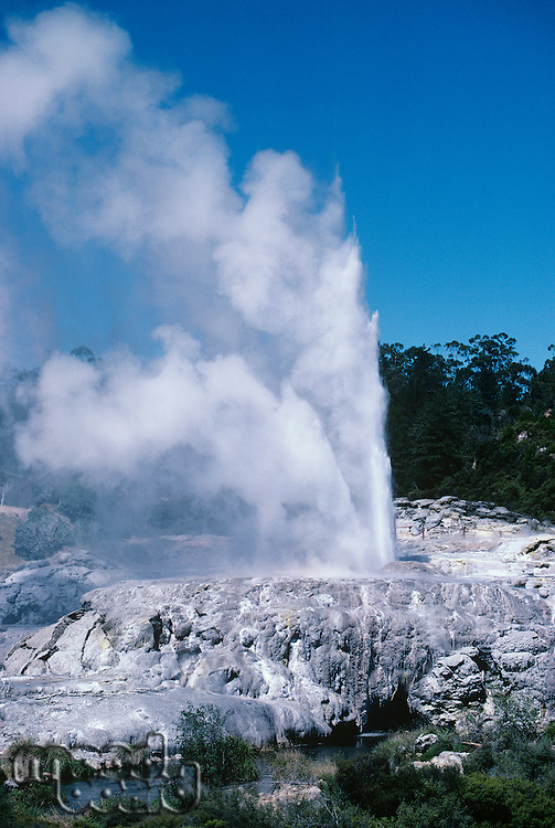 Spouting geyser