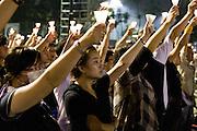 Les habitants de Hong-kong depuis la r&eacute;trocession en 1997 sont dans une position politique unique et fragile. B&eacute;n&eacute;ficiant du principe &quot;Deux pays deux syst&egrave;mes&quot; instaur&eacute; par Deng Xiao Ping , ils  ont conserv&eacute; leurs institutions et th&eacute;oriquement leur libert&eacute; de parole. Mais le chef de l'ex&eacute;cutif n'est toujours pas d&eacute;sign&eacute; au suffrage universel et les atteintes aux droits se font de plus ne plus nombreux.<br /> Chaque ann&eacute;e &agrave; l'occasion du 4 juin pour la c&eacute;l&eacute;bration du massacre de Tiananmen des milliers de Hongkonguais se rassemblent pour une longue veill&eacute;e dans le parc Victoria.<br /> <br /> <br /> <br /> <br /> Hong Kong 06/04/2010 Victoria Park. Young hongkongers are handling candles during the vigil in memory of the crackdown of the democratic protest on Tiananmen square June 4th 1989. A new generation of protesters have emerged in Hong kong, as it was obvious during this evening. Organizers were expecting around 50,000 people but they were around 150 000 and for a large part under 30 years old, with among them chinese students from the mainland. Those young demonstrators were more determined after a week of conflict about the statues &quot;Goddess of Democracy&quot; that the Hk's government has tried to forbidd and the coming vote about universal suffrage that chinese authorities try to delay as long as possible.