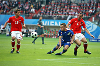 GEPA-0806086925 - WIEN,AUSTRIA,08.JUN.08 - FUSSBALL - UEFA Europameisterschaft, EURO 2008, Oesterreich vs Kroatien, AUT vs CRO. Bild zeigt Juergen Saeumel (AUT), Ivica Olic (CRO) und Emanuel Pogatetz (AUT).<br />Foto: GEPA pictures/ Josef Bollwein