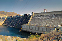 Grand Coulee Dam. Image taken with a Nikon D200 and 18-55 mm lens (ISO 400, 18 mm, f/10, 1/350 sec)