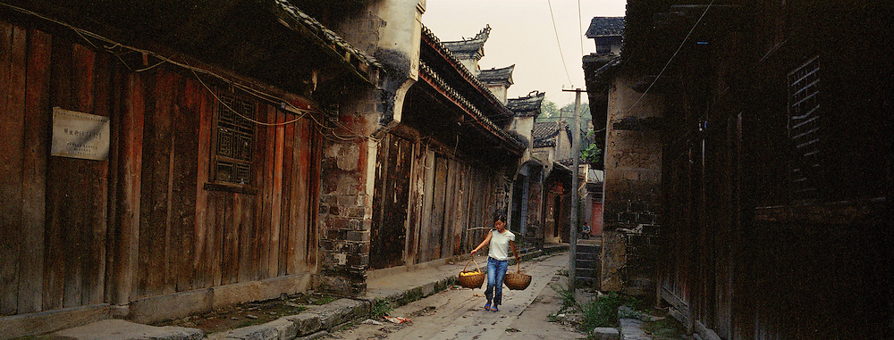 Dachang, a city of over 1700 years of history is soon going to be detroyed ahead of its flooding. The centuries old houses, typical of Ming rural architecture are already empty of their inhabitants who have relocated further up.