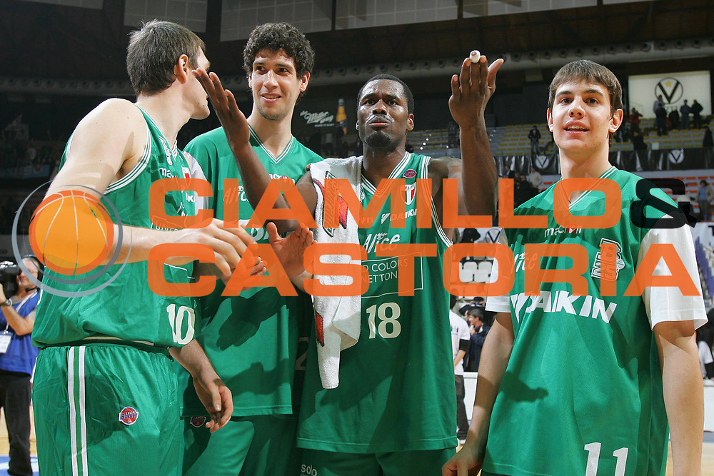 DESCRIZIONE : Bologna Coppa Italia 2006-07 Semifinale Montepaschi Siena Benetton Treviso <br /> GIOCATORE : Goree <br /> SQUADRA : Benetton Treviso <br /> EVENTO : Campionato Lega A1 2006-2007 Tim Cup Final Eight Coppa Italia Semifinale <br /> GARA : Montepaschi Siena Benetton Treviso <br /> DATA : 10/02/2007 <br /> CATEGORIA : Esultanza <br /> SPORT : Pallacanestro <br /> AUTORE : Agenzia Ciamillo-Castoria/S.Silvestri