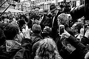 Darmstadt | Deutschland | 09.03.2017: Der designierte Kanzlerkandidat der SPD Martin besucht Darmstadt und unterst&uuml;tzt den dortigen SPD OB-Kandidaten Michael Siebel im Wahlkampf. <br /> <br /> hier: Martin Schulz spricht zu den B&uuml;rgern<br /> <br /> Sascha Rheker<br /> 20170309<br /> <br /> [Inhaltsveraendernde Manipulation des Fotos nur nach ausdruecklicher Genehmigung des Fotografen. Vereinbarungen ueber Abtretung von Persoenlichkeitsrechten/Model Release der abgebildeten Person/Personen liegt/liegen nicht vor.]