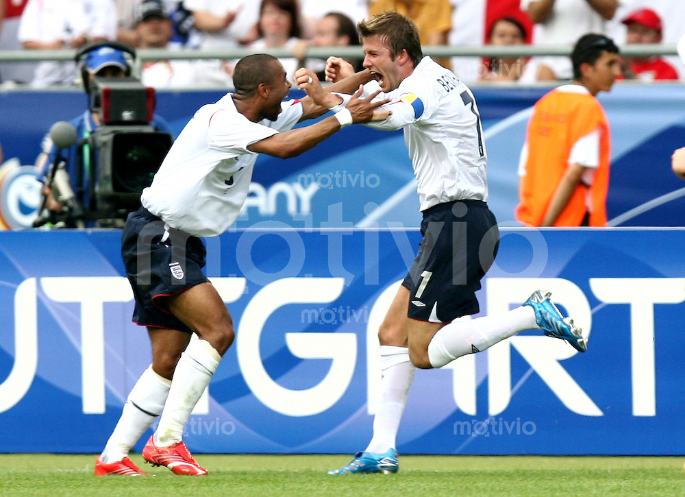 Fussball WM 2006   Achtelfinale   England - Ecuador David BECKHAM (re, ENG) bejubelt mit Ashley COLE (li, ENG) sein Tor zum 1: