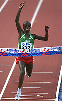 ABERA, Gezahegne  E€thiopien<br />       Leichtathletik  WM 2001  Marathon Ziel<br />Weltmeister