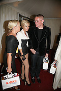 Victoria Beckham and Giles Deacon, Glamour Women Of The Year Awards. Berkeley Square Gardens, London, 5 June 2007. -DO NOT ARCHIVE-© Copyright Photograph by Dafydd Jones. 248 Clapham Rd. London SW9 0PZ. Tel 0207 820 0771. www.dafjones.com.