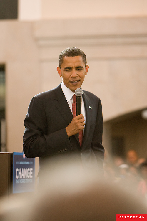 Barack Obama spoke at a reception in his honor on Friday afternoon in Jacksonville, Florida.  Among the topics he discussed his stance on were the economy, the war in Iraq, the need for a strong energy policy and drilling off the coast of Florida.  The event was a fundraiser for the Obama presidential campaign.