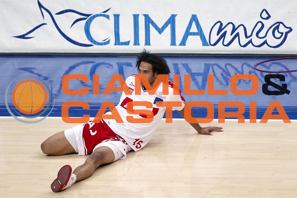 DESCRIZIONE : BOLOGNA CAMPIONATO LEGA A1 2004-2005 PLAY-OFF FINALE GARA1<br />GIOCATORE : BLAIR<br />SQUADRA : ARMANI JEANS MILANO<br />EVENTO : CAMPIONATO LEGA A1 2004-2005 PLAY-OFF FINALE GARA1<br />GARA : CLIMAMIO FORTITUDO BOLOGNA-ARMANI JEANS MILANO<br />DATA : 08/06/2005<br />CATEGORIA : Riscaldamento<br />SPORT : Pallacanestro<br />AUTORE : AGENZIA CIAMILLO &amp; CASTORIA/S.Ceretti
