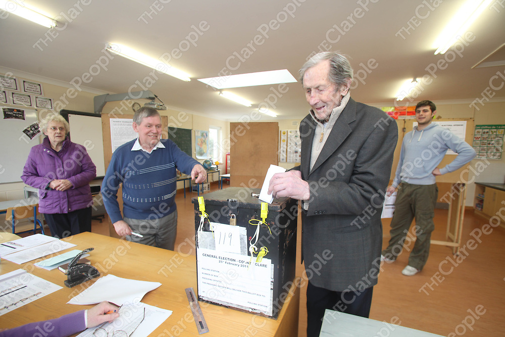 Timmy Ryan voting pictured at Kilmihil Voting Station on Friday.<br /> Pic. Brian Arthur/ Press 22.