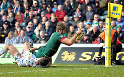 Geoff Parling of Leicester Tigers scores a try in the second half - Photo mandatory by-line: Patrick Khachfe/JMP - Mobile: 07966 386802 28/03/2015 - SPORT - RUGBY UNION - Leicester - Welford Road - Leicester Tigers v Exeter Chiefs - Aviva Premiership