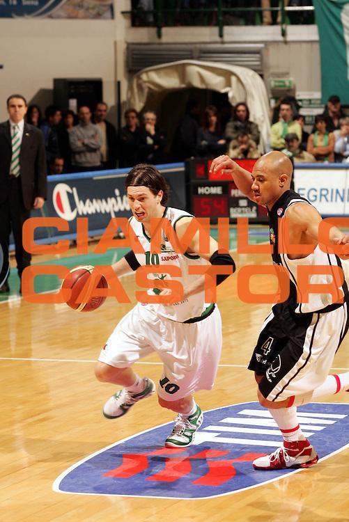 DESCRIZIONE : Siena Lega A1 2005-06 Montepaschi Siena Whirlpool Varese <br /> GIOCATORE : Pecile <br /> SQUADRA : Montepaschi Siena <br /> EVENTO : Campionato Lega A1 2005-2006 <br /> GARA : Montepaschi Siena Whirlpool Varese <br /> DATA : 12/03/2006 <br /> CATEGORIA : Penetrazione <br /> SPORT : Pallacanestro <br /> AUTORE : Agenzia Ciamillo-Castoria/P.Lazzeroni
