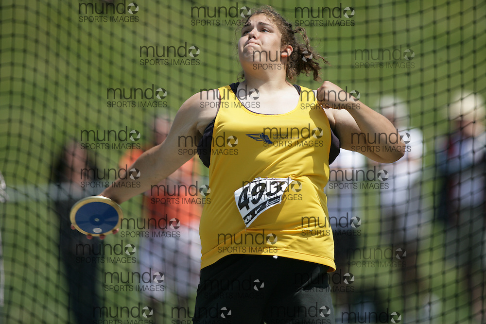 (Charlottetown, Prince Edward Island -- 20090719) Kim Elliot of Saskatoon TF Club competes in the discus final at the 2009 Canadian Junior Track & Field Championships at UPEI Alumni Canada Games Place on the campus of the University of Prince Edward Island, July 17-19, 2009.  Sean Burges / Mundo Sport Images ..Mundo Sport Images has been contracted by Athletics Canada to provide images to the media.