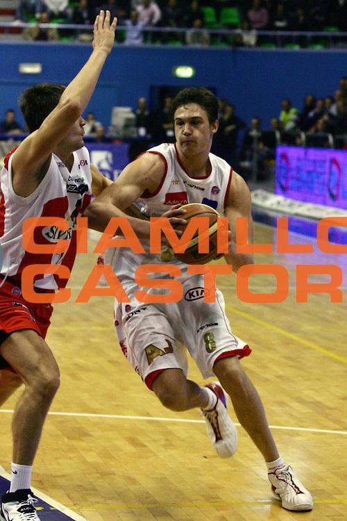 DESCRIZIONE : Milano Lega A1 2006-07 Armani Jeans Milano Siviglia Wear Teramo<br /> GIOCATORE : Gallinari<br /> SQUADRA : Armani Jeans Milano<br /> EVENTO : Campionato Lega A1 2006-2007<br /> GARA : Armani Jeans Milano Siviglia Wear Teramo<br /> DATA : 29/03/2007<br /> CATEGORIA : Penetrazione<br /> SPORT : Pallacanestro<br /> AUTORE : Agenzia Ciamillo-Castoria/L.Lussoso<br /> Galleria : Lega Basket A1 2006-2007<br /> Fotonotizia : Milano Campionato Italiano Lega A1 2006-2007 Armani Jeans Milano Siviglia Wear Teramo<br /> Predefinita :
