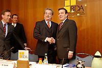 20 JAN 2003, BERLIN/GERMANY:<br /> Reinhard Goehner, Hauptgeschaeftsfuehrer BDA, Michael Rogowski, Praesident Bundesverband der Deutschen Industrie, BDI, Dieter Hundt, Praesident Bundesvereinigung der Deutschen Arbeitgeberverbaende, BDA, Gerhard Schroeder, SPD, Bundeskanzler, vor Beginn einer Sitzung von Kanzler und  BDA-Praesidium, Haus der Wirtschaft<br /> IMAGE: 20030102-02-004<br /> KEYWORDS: Präsident, Gerhard Schröder, Reinhard Göhner, Handshake