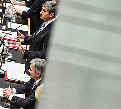 17.12.2013, Parlament, Wien, AUT, Parlament, 7. Nationalratssitzung, Sitzung des Nationalrates mit Regierungserklaerung der neuen SPOe OeVP Bundesregierung. im Bild Vizekanzler und Bundesminister fuer Finanzen Michael Spindelegger (OeVP) and Federal Chancellor of Austria Werner Faymann (SPOe) // Vice Chancellor of Austria and Minister of Finance Michael Spindelegger (OeVP) und Federal Chancellor of Austria Werner Faymann (SPOe)  during the 7th meeting of the National Council of austria with declaration of the new federal government, austrian parliament, Vienna, Austria on 2013/12/17, EXPA Pictures © 2013, PhotoCredit: EXPA/ Michael Gruber