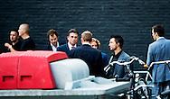 AMSTERDAM - Politie voor Carre waar vanavond het Carre-debat plaatsvindt. De lijsttrekkers van de acht grootste politieke partijen gaan hier met elkaar in debat.AMSTERDAM - PvdA-lijsttrekker Diederik Samsom komt aan bij Carre in Amsterdam. De lijsttrekkers van de acht grootste politieke partijen kruisen in het theater de degens tijdens het Carre-debat, dat rechtstreeks op RTL 4 wordt uitgezonden.