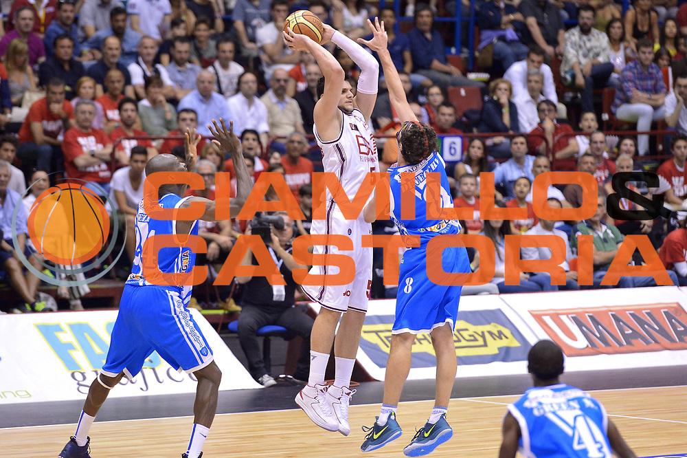 DESCRIZIONE : Milano Lega A 2013-14 EA7 Emporio Armani Milano  vs Banco di Sardegna Sassari playoff semifinali gara 5<br /> GIOCATORE : Alessandro Gentile<br /> CATEGORIA : Passaggio precario<br /> SQUADRA : EA7 Emporio Armani Milano<br /> EVENTO : Semifinale gara 5 playoff<br /> GARA : EA7 Emporio Armani Milano vs Banco di Sardegna Sassari semifinale gara5<br /> DATA : 07/06/2014<br /> SPORT : Pallacanestro <br /> AUTORE : Agenzia Ciamillo-Castoria/I.Mancini<br /> Galleria : Lega Basket A 2013-2014  <br /> Fotonotizia : Milano<br /> Lega A 2013-14 EA7 Emporio Armani Milano vs Banco di Sardegna Sassari playoff semifinale gara 5<br /> Predefinita :