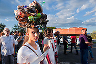 """Roma, 15 Settembre 2012.Manifestazione contro l'ipotesi della discarica a Valle Galeria, partita dal  presidio di """"Valle Galeria si Rifiuta""""  a Massimina i manifestanti con una bara per la giustizia morta,hanno occupato la Via Aurelia.."""