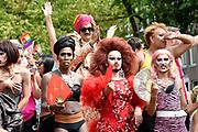 De jaarlijkse Canal Parade is onderdeel van de Amsterdam Gay Pride. Tijdens dit evenement vieren lesbiennes, homos, biseksuelen en transgenders (LHBT) dat ze mogen zijn wie ze zijn en mogen houden van wie ze willen. <br /> <br /> The annual Canal Parade is part of the Amsterdam Gay Pride. During this event lesbians, homosexuals, bisexuals and transgenders (LGBT) celebrate that they can be who they are and are allowed to love who they want.<br /> <br /> Op de foto / On the photo:  Prins Manvendra Singh Gohil / Prince Manvendra Singh Gohil, Prince of Rajpipla India