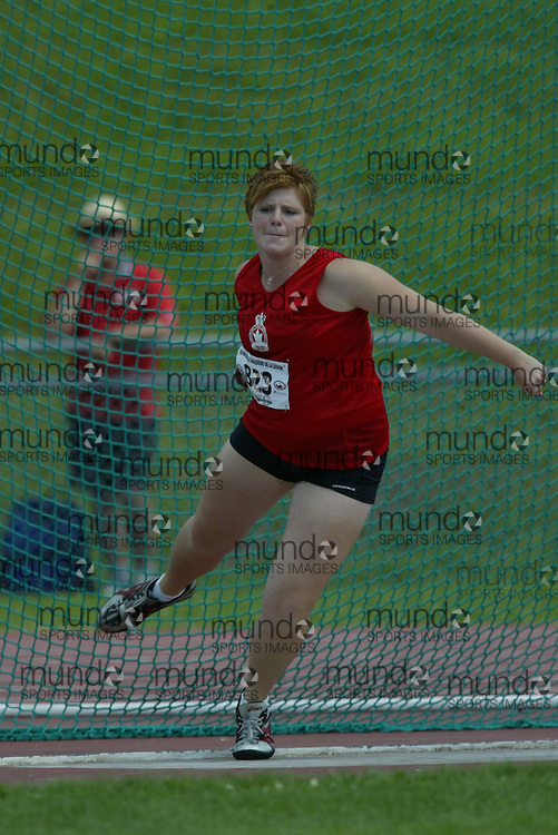 (Sherbrooke, Quebec -- 8 Aug 2009)  Katie Klodnicki of Ontario competes in girls under-17 (youth) discus final at the 2009 Royal Canadian Legion National Youth track and field championships. Photograph copyright Sean Burges / Mundo Sport Images  2009.