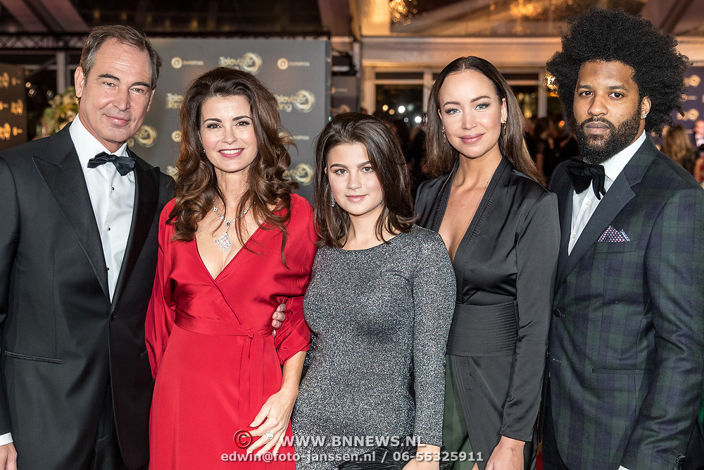 NLD/Amsterdam/20171012 - Televizier-ring Gala 2017, Erik Vogel en Caroline de Bruijn en dochter Solane en ...........