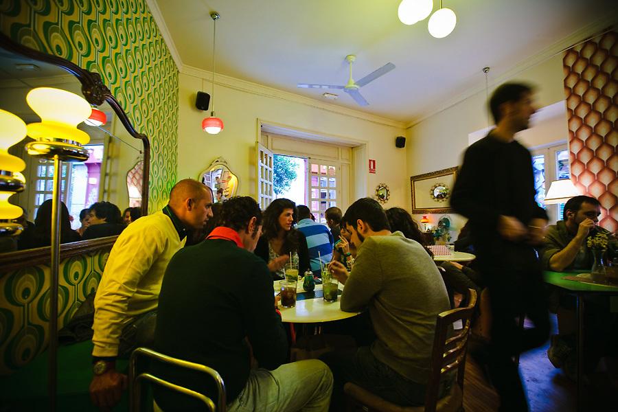 Con un aire sesentero, el Lolina Vintage Café es uno de los puntos de encuentro de las tribus urbanas que circulan por Malasaña.