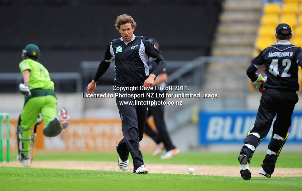NZ bowler Jacob Oram attempts a runout. First one-day international cricket match - New Zealand v Pakistan at Westpac Stadium, Wellington, New Zealand on Saturday, 22 January 2011. Photo: Dave Lintott / photosport.co.nz