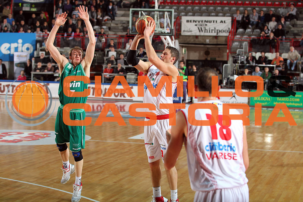 DESCRIZIONE : Varese Lega A 2010-11 Cimberio Varese Benetton Treviso<br /> GIOCATORE : Alex Righetti<br /> SQUADRA : Cimberio Varese<br /> EVENTO : Campionato Lega A 2010-2011<br /> GARA : Cimberio Varese Benetton Treviso<br /> DATA : 19/02/2011<br /> CATEGORIA : Tiro Three Points<br /> SPORT : Pallacanestro<br /> AUTORE : Agenzia Ciamillo-Castoria/G.Cottini<br /> Galleria : Lega Basket A 2010-2011<br /> Fotonotizia : Varese Lega A 2010-11 Cimberio Varese Benetton Treviso<br /> Predefinita :