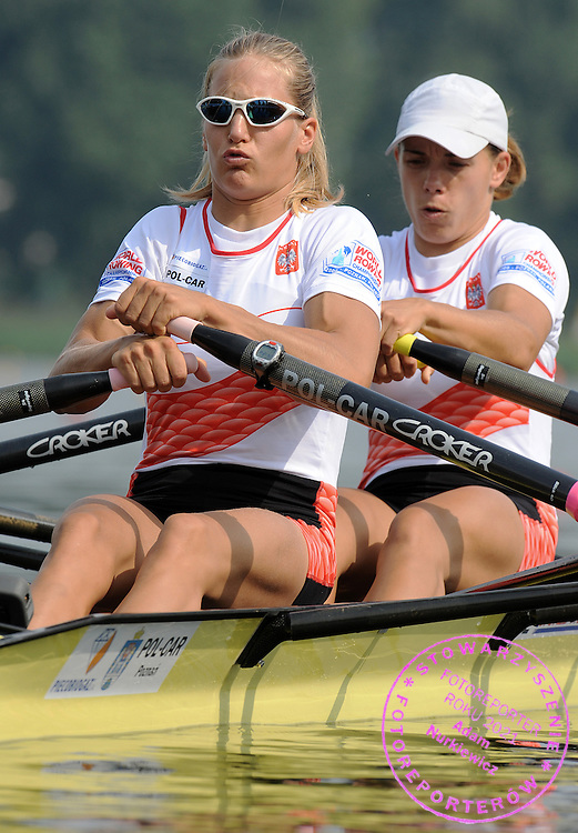 (L) JULIA MICHALSKA & (R) MAGDALENA FULARCZYK (POLAND) COMPETE IN THE SEMIFINAL WOMEN'S DOUBLE SCULLS DURING DAY FIVE OF REGATTA WORLD ROWING CHAMPIONSHIPS ON MALTA LAKE IN POZNAN, POLAND...POZNAN , POLAND , AUGUST 27, 2009..( PHOTO BY ADAM NURKIEWICZ / MEDIASPORT )..PICTURE ALSO AVAIBLE IN RAW OR TIFF FORMAT ON SPECIAL REQUEST.