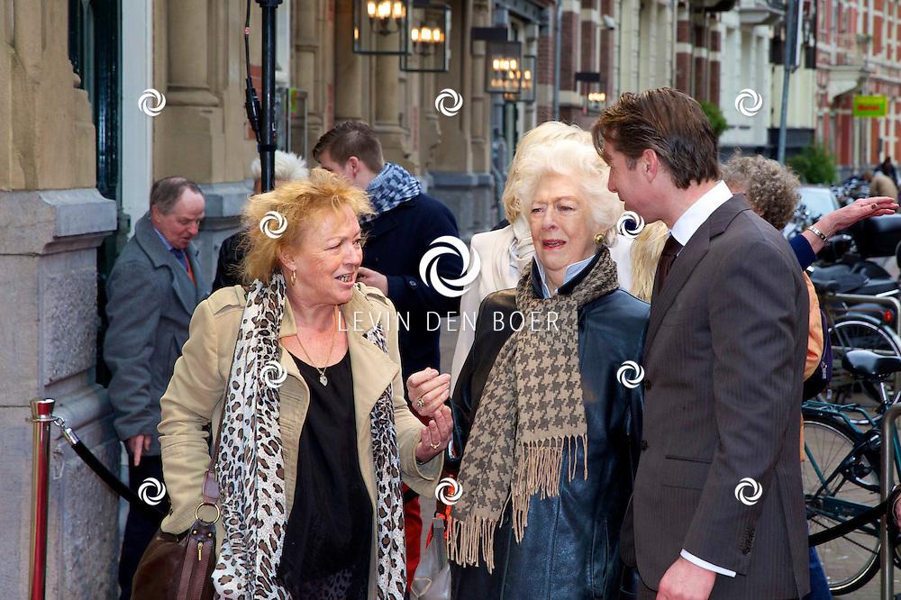 AMSTERDAM - Het toneelstuk Vaslav is in premiere gegaan in theater DeLaMar.  Met in het midden Ellen Vogel. FOTO LEVIN DEN BOER - PERSFOTO.NU