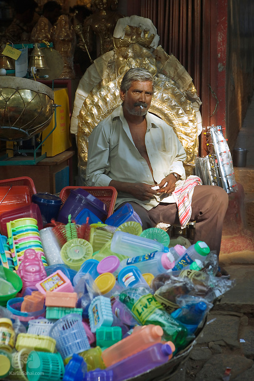 A man selling plastyic containers.