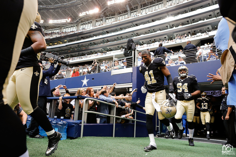 New Orleans Saints strong safety Roman Harper (41) runs onto the field before taking on the Dallas Cowboys at Cowboys Stadium in Arlington, Texas, on December 23, 2012.  (Stan Olszewski/The Dallas Morning News)