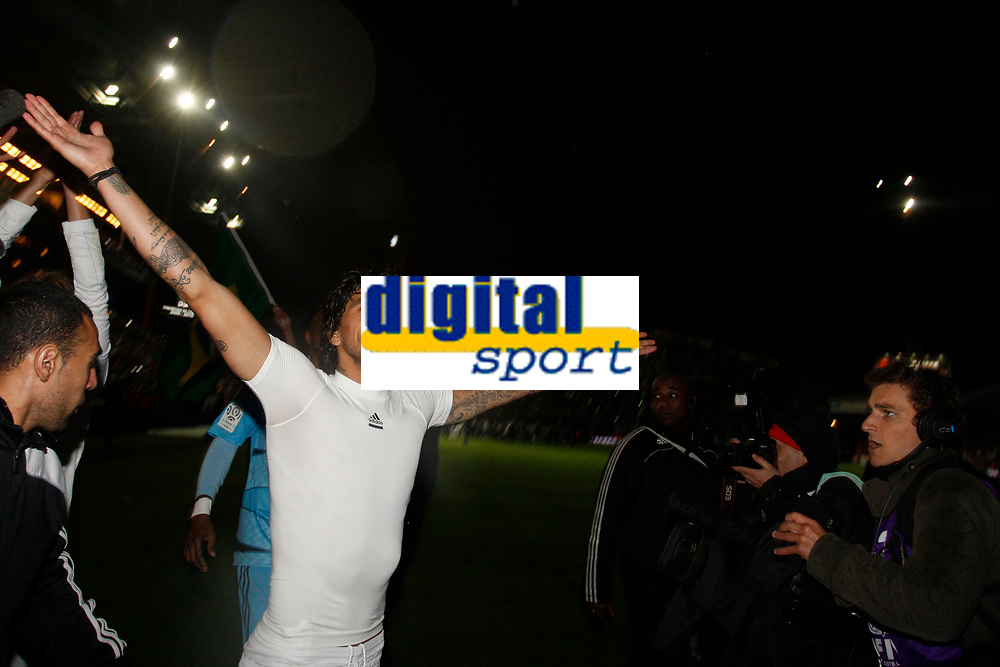 FOOTBALL - FRENCH CHAMPIONSHIP 2009/2010 - L1 - OLYMPIQUE MARSEILLE v STADE RENNAIS - 5/05/2010 - PHOTO PHILIPPE LAURENSON / DPPI - CELEBRATION LUCHO GONZALEZ (OM) AFTER WINNING THE FRENCH'S LIGUE 1 CHAMPIONSHIP