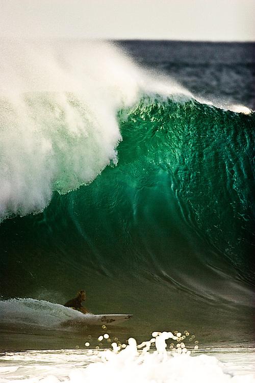 surfing Hawaii pipe-line