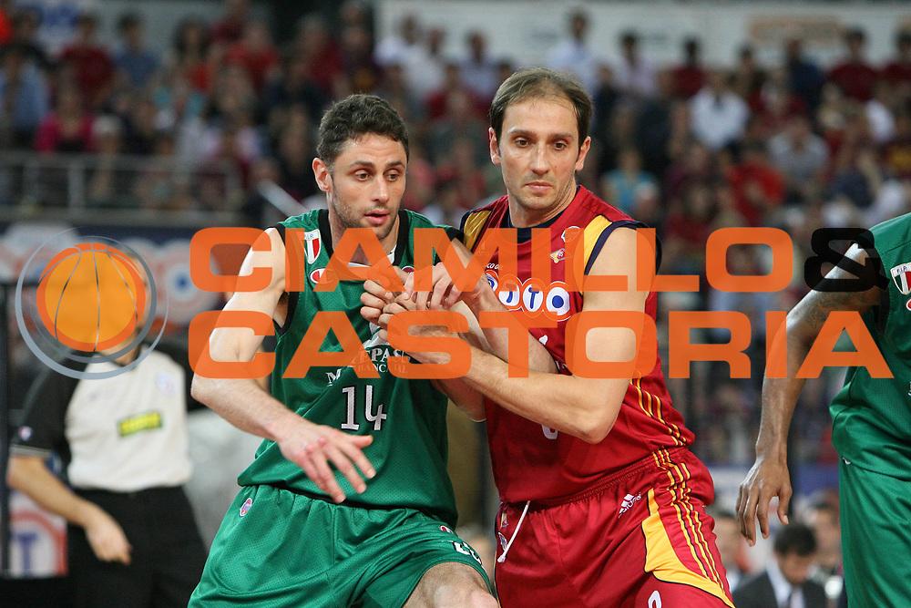 DESCRIZIONE : Roma Lega A1 2007-08 Playoff Finale Gara 4 Lottomatica Virtus Roma Montepaschi Siena<br /> GIOCATORE : Tomas Ress AlessandroTonolli<br /> SQUADRA : Lottomatica Virtus Roma<br /> EVENTO : Campionato Lega A1 2007-2008 <br /> GARA : Lottomatica Virtus Roma Montepaschi Siena <br /> DATA : 10/06/2008 <br /> CATEGORIA : difesa rimbalzo<br /> SPORT : Pallacanestro <br /> AUTORE : Agenzia Ciamillo-Castoria/E.Castoria