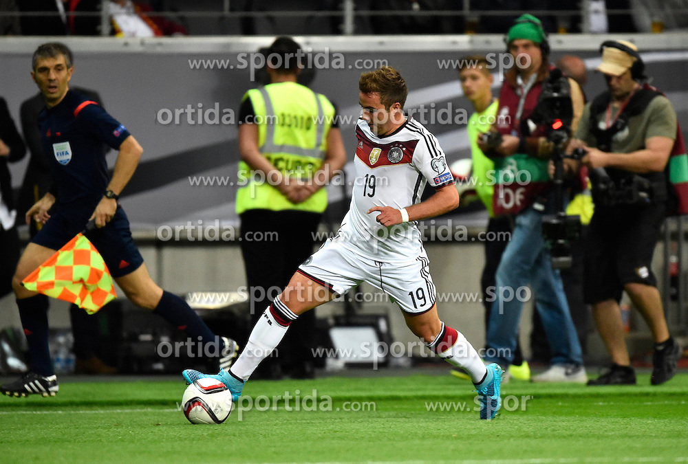 04.09.2015, Commerzbank Arena, Frankfurt, GER, UEFA Euro Qualifikation, Deutschland vs Polen, Gruppe D, im Bild Mario Goetze (GER) am Ball vor TV-Kamera // during the UEFA EURO 2016 qualifier Group D match between Germany and Poland at the Commerzbank Arena in Frankfurt, Germany on 2015/09/04. EXPA Pictures &copy; 2015, PhotoCredit: EXPA/ Eibner-Pressefoto/ Weber<br /> <br /> *****ATTENTION - OUT of GER*****