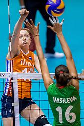 27-08-2017 NED: World Qualifications Bulgaria - Netherlands, Rotterdam<br /> De Nederlandse volleybalsters hebben in Rotterdam het kwalificatietoernooi voor het WK van volgend jaar in Japan ongeslagen afgesloten. Oranje was in z'n laatste wedstrijd met 3-0 te sterk voor Bulgarije: 25-21, 25-17, 25-23. / Lonneke Sloetjes #10 of Netherlands