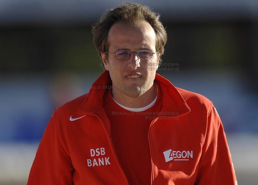 14-01-2007 SCHAATSEN: EUROPESE KAMPIOENSCHAPPEN: COLLALBO ITALIE<br /> Jac Orie coach<br /> &copy;2007-WWW.FOTOHOOGENDOORN.NL