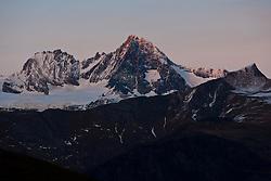 13.11.2010, Kals, AUT, Naturefeatures, im Bild der Gipfel des Grossglockners erstrahlt am Samstag den 13.11.2010 im letzten Tageslicht. Der Großglockner ist mit seinen 3.798 m der höchste Berg Österreichs, als Grenzberg verbindet er die Bundesläner Tirol, Kärnten, Salzburg und liegt mitten im Nationalpark Hohe Tauern. Hier von Kals (Tirol) aus gesehen. // The summit of the Grossglockner (3,798 m) at the National Park Hohe Tauern in the last dayligth on Saturday 11/13/2010. The Grossglockner is with 3798m the highest mountain in Austria. EXPA Pictures © 2010, PhotoCredit: EXPA/ J. Groder