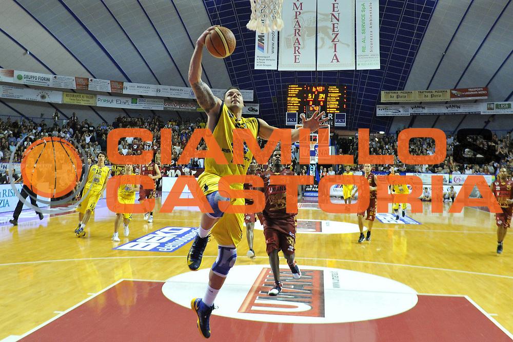 DESCRIZIONE : Venezia Lega A 2012-13 EA7 Umana Venezia Sutor Montegranaro<br /> GIOCATORE : christian burns<br /> CATEGORIA : tiro<br /> SQUADRA : Umana Venezia Sutor Montegranaro<br /> EVENTO : Campionato Lega A 2012-2013 <br /> GARA : Umana Venezia Sutor Montegranaro <br /> DATA : 04/11/2012<br /> SPORT : Pallacanestro <br /> AUTORE : Agenzia Ciamillo-Castoria/M.Gregolin<br /> Galleria : Lega Basket A 2012-2013  <br /> Fotonotizia : Venezia Lega A 2012-13 Umana Venezia Sutor Montegranaro<br /> Predefinita :