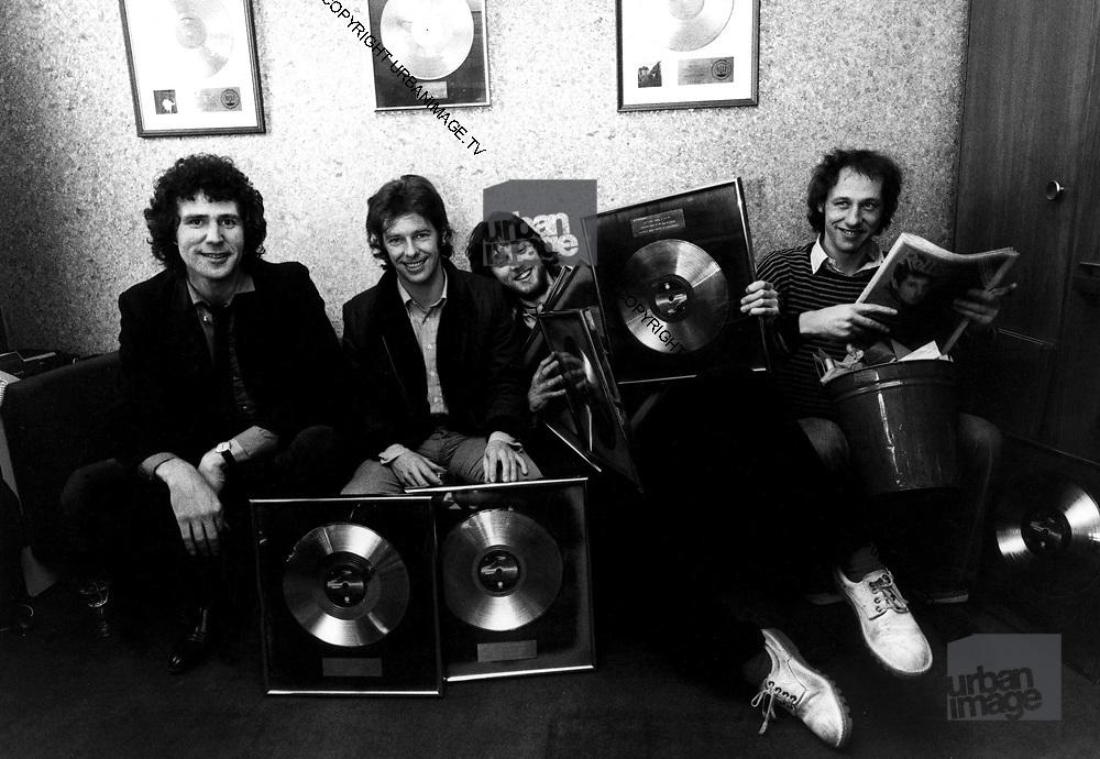 Dire Straits<br /> 1982 - at record presentation .. Polydor