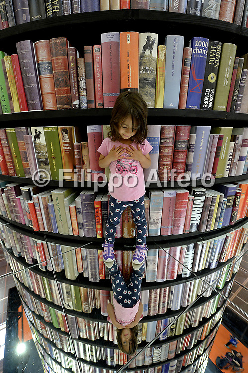 &copy; Filippo Alfero<br /> Salone del Libro 2017<br /> Torino, 22/05/2017<br /> Nella foto: vitainsalto, una bimba