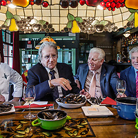 Nederland, Rotterdam , 28 juni 2017.<br /> Goes/Colijnsplaat/ Rotterdam, 26 juni 2017 - Het nieuwe Zeker Zeeuws mosselseizoen gaat woensdag 28 juni van start met de feestelijke overhandiging en aansluitende proeverij van de eerste baal bodemcultuurmosselen met dit streekproduct-keurmerk bij visrestaurant Kaat Mossel in Rotterdam.<br /> Het is voor de tweede keer dat de Stichting Zeker Zeeuws® Streekproduct samen met erkende mosselleveranciers Koninklijke Schmidt Zeevis en Adri & Zoon een traditionele opening van het mosselseizoen organiseert, vergelijkbaar met het eerste haringvaatje en de eerste Oosterscheldekreeft.<br /> De Zeker Zeeuws mosselen groeien vlakbij de grens met de Noordzee, aan het begin van de Oosterschelde, voor het eiland Neeltje Jans. Deze mosselen worden gevoed met water uit de Oosterschelde; het schoonste en lekkerste zilte water van Nederland, waar de mossel zijn unieke smaak door krijgt. Daarom worden ze gerekend tot de Grand Cru onder de mosselen.<br /> De Rotterdamse zanger Lee Towers proeft de eerste Zeker Zeeuws mosselen bij Kaat Mossel.<br /> Vrijdag krijgt LeeTowers in Luxor Rotterdam de Edison Oeuvre Prijs 2017 uitgereikt.<br /> <br /> Foto: Jean-Pierre Jans<br /> <br /> The Netherlands, Rotterdam, June 28, 2017.<br /> Goes / Colijnsplaat / Rotterdam, June 26, 2017 - The new Zeker Zeeuws mussel season starts Wednesday 28th June with the festive handover and subsequent tasting of the first bale soil culture mussels with this regional product mark at the fish restaurant Kaat Mossel in Rotterdam.It is the second time that the Stichting Zeker Zeeuws® Regional Product, together with recognized mussel suppliers Royal Schmidt Zeevis and Adri & Zoon, organizes a traditional opening of the mussel season, similar to the first herring dish and the first Oosterschelde lobster.The Zealand mussels grow near the border with the North Sea, at the beginning of the Oosterschelde, before the island of Neeltje Jans. These mussels are fed with water from th
